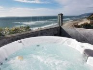 Pirates Lookout-Oceanfront w/ Hot Tub Open 7/5-10