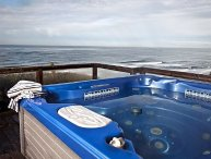 PACIFIC ESCAPE OCEANFRONT W/ HOT TUB & WONDERFUL BEACH VIEW!