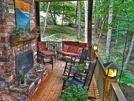 Upscale Cabin, great location, perfect for 2-8 guests & Motocyclists love it too
