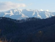 MOUNTAIN SERENITY April & MAY ONLY 150/night 3 BDR PRIVATE + FIRE PIT + HOT TUB