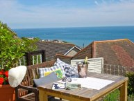 THE DECK STUDIO, stunning views, king-size bed, decked area overlooking the