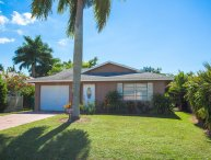 4 bdr house with walking distance to the beach.