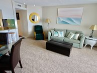 7L Ocean Front one bedroom  on the beach w/pool
