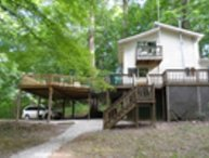 On a Lark, sleeps 8, walk to lake for fishing/swim, hot tub, pool table, firerng