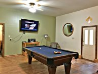 Has It All, Wifi,Cable,Hot tub, Pool Table, Air Hckey, ping pong,Secluded area