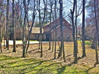 1 Acre Wooded Wifi,Cable,Hot Tub,Pool Table,Foosball,Tvs,near lake/ski;secluded