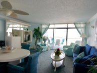 3D The Pyramid ..Newly Renovated 1  bedroom Directly On The Beach w/pool