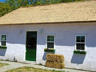 Celtic Cottage, YOU WILL THINK YOU'RE IN IRELAND, FISH/SWIM POND, HOT TUB, POOL!