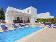 5 bedroom Villa with Air Con, WiFi and Walk to Beach & Shops - 5334608