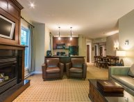 Gorgeous 3BR Suite with Breakfast included and Free Shuttle to hill  / 215466