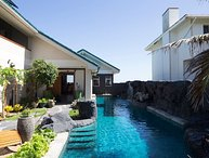 Kailua Ocean View Studio 2 decks-Upgraded-60 foot pool w waterfalls-Wow! $199