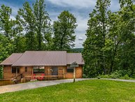 JUNE SPECIAL $149 Per Night 2 Bed/2Bath Hot Tub,Close to Dollywood 3 Night Min