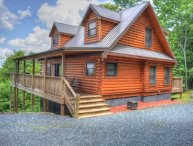 Alpen Rose-Beautiful 3 BR Cabin w/30 mile VIEWS, Hot Tub, Wi-Fi&Pets OK!!