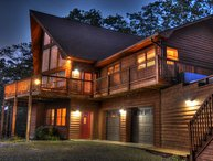 Piper's Peak-Secluded 3 BR, 3 BA cabin with Breathtaking Views, Fire Pit, Wi-Fi,
