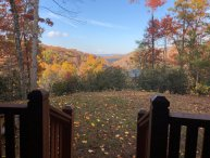 PRIVATE CABIN: 3 bd 3.5 bth Sleeps 6 Fireplace, Firepit, Hot Tub, Screened Porch
