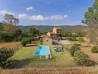 Villa Montalla, Cortona holiday home with private pool. 4 bedrooms for 7 persons