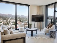 Luxury 2 Bedroom Residence in the Heart of Hollywood!