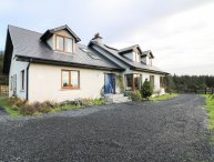 BUTTERFLY HOUSE, Waterford Greenway nearby, en-suites, rural, open plan