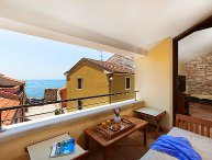 2 bedroom Villa with Air Con, WiFi and Walk to Beach & Shops - 5052606