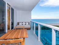 Luxurious Condo Hotel 1/1.5 Beachfront Unit 1010