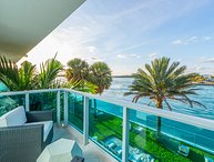 Quartz Private Residence 2/2 Bayfront Unit 302