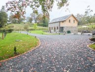 TYNDDOL BARN, exposed beams and stonework, hot tub, countryside views, Ref
