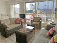 3 bedroom Apartment with WiFi and Walk to Beach & Shops - 5699365