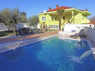 4 bedroom Villa with Pool, Air Con, WiFi and Walk to Shops - 5223872