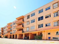 3 bedroom Apartment with Walk to Beach & Shops - 5038743