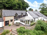 CASTLE HILL FARM, rural views, conservatory, in Hemyock, Ref 966097