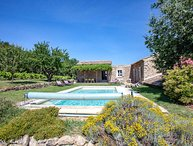 Luxury provencal property near Oppède, Luberon, heated pool, jacuzzi