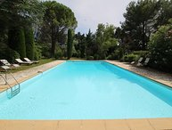 Beautiful land house in Noves near Avignon, private pool, pets allowed
