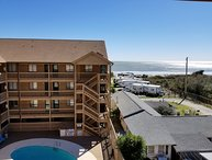 Pet-Friendly, Oceanview Condo with Internet and Pool, Near State Park