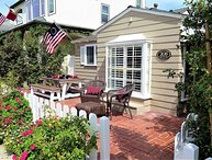 Cozy Island Living - Adorable Open & Airy Front House on Balboa Island