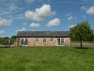 THE CIDER PRESS, smart, spacious cottage with wood burning stove historic