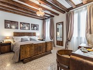 Petrarca - affordable luxury in historic house