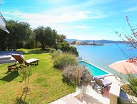 Villa Sand Sibenik – Beachfront villa with pool near Sibenik