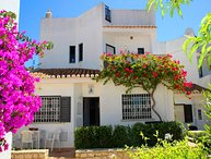 3 bedroom Villa with Walk to Beach & Shops - 5607918