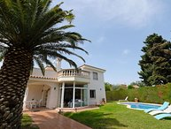 2 bedroom Villa with Air Con, WiFi and Walk to Beach & Shops - 5621643
