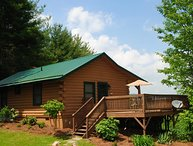 Top O' The Morning-Romantic cabin with hot tub, WIFI, Yard, Hiking nearby, Pet F