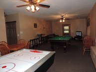 Pet friendly Cabin Rental in Ellijay Ga with Huge Game Room
