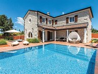 Villa Plaza Istria - Modern villa with pool in greenery Istria