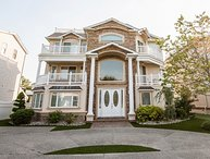 Seaside Beach Mansion, 9 BR, 8 Baths!  Pool, Elevator and Roof Deck! Sleeps 24!