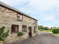 OAK COTTAGE, barn conversion, balcony with views, coservatory with comfy