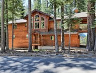 Gorgeous 3 bdr Home-walking distance to Lake Tahoe!