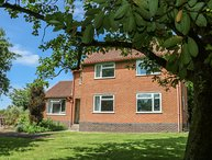 SPRINGWELL COTTAGE, spacious, countryside views, WiFi.