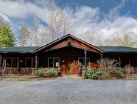 Bear Bottom Cabin; Asheville, Biltmore Park, Brevard, running creek, hot tub &