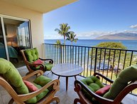 Remodeled Oceanfront Location - Royal Mauian #606