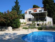 Villa Seashell – Luxury seafront villa with heated swimming pool in Bol, Brac