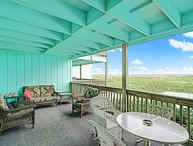 Oceanfront & Pool Renovated with Large Deck & Netflix - Sleeps 7 - Linens Incl.